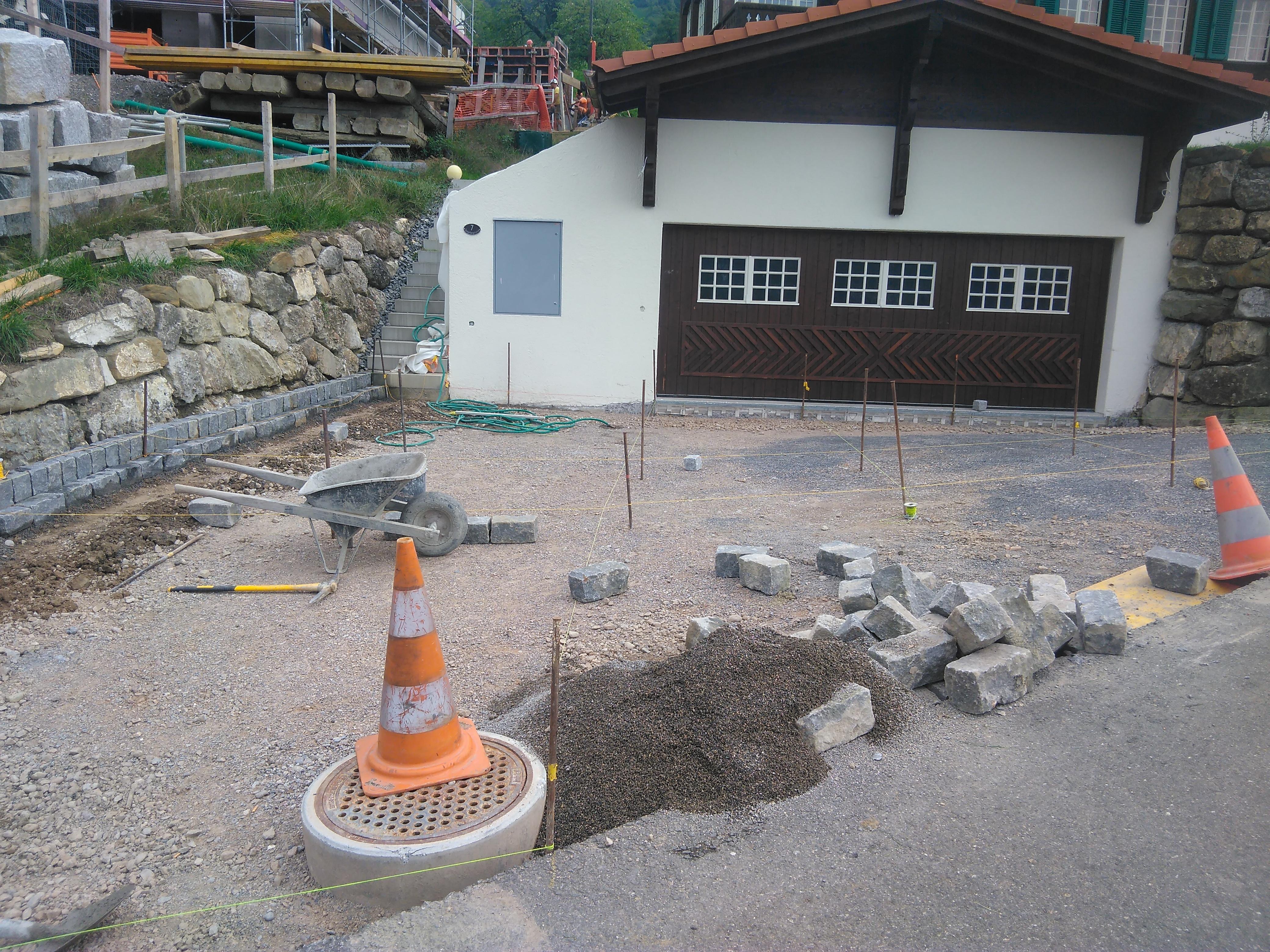 Vorplatz Steinen 1